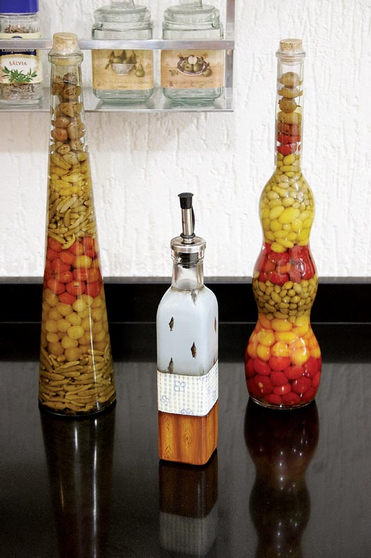 Toque artesanal transforma garrafa de azeite