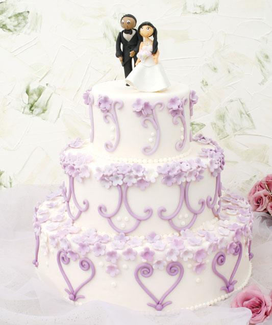 Bolo de casamento com chocolate e morango