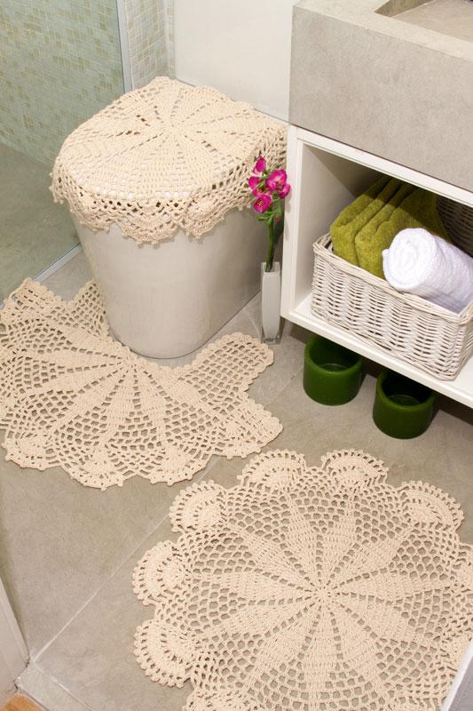 Capa de vaso e tapetes de crochê em barbantes. Renove seu banheiro