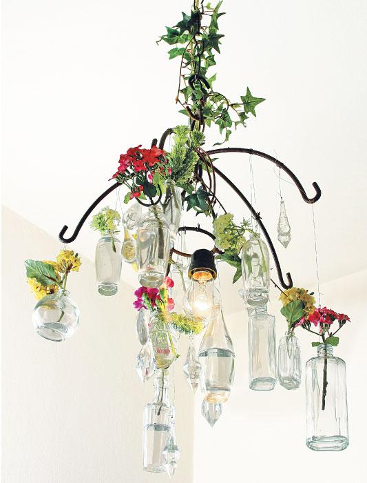 Lustre de vidros reutilizados
