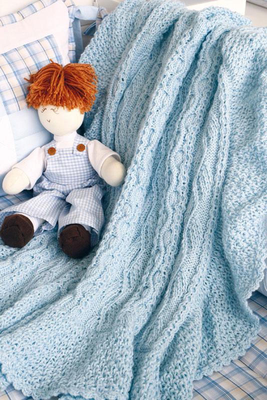 Manta azul em ponto irlandês de tricô. Proteja-se do frio