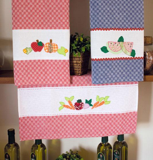 Artesanato com retalhos cria panos de prato em patchwork