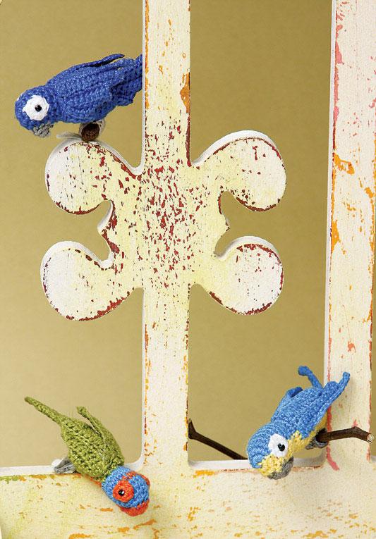 Miniaturas de aves brasileiras em crochê. Linhas da natureza