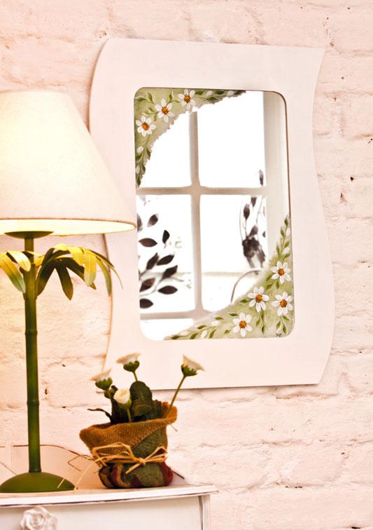Espelho decorado com pintura gestual