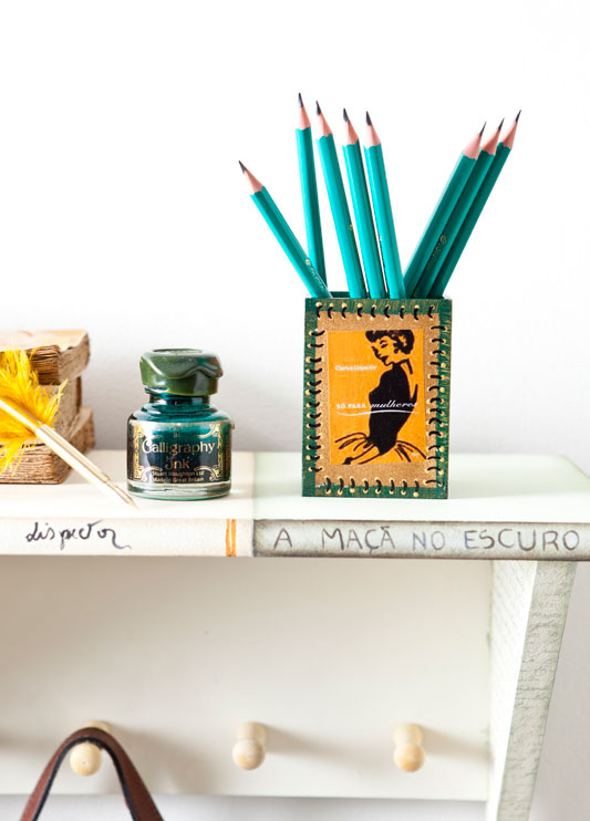 Clarisse Lispector é destaque em découpage de porta-canetas