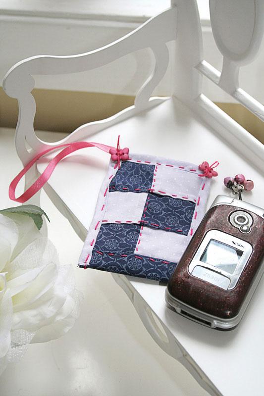 Porta-celular de patchwork é boa opção de artesanato