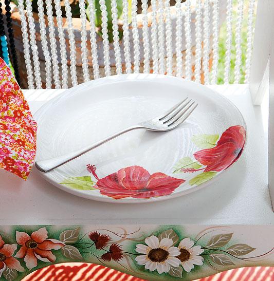 Prato de porcelana com hibiscos