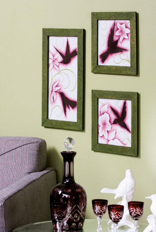 Pintura de beija-flores em tela. Artesanato delicado