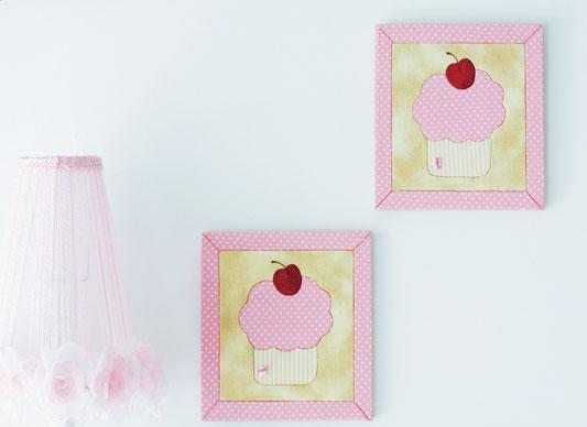 Quadro em carton mousse com cupcakes para o quarto do baby