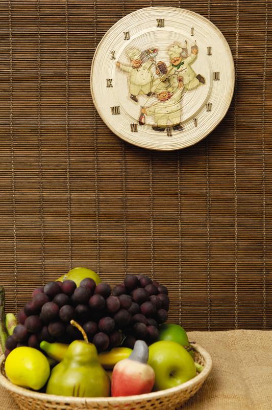 Relógio de jornal para a cozinha