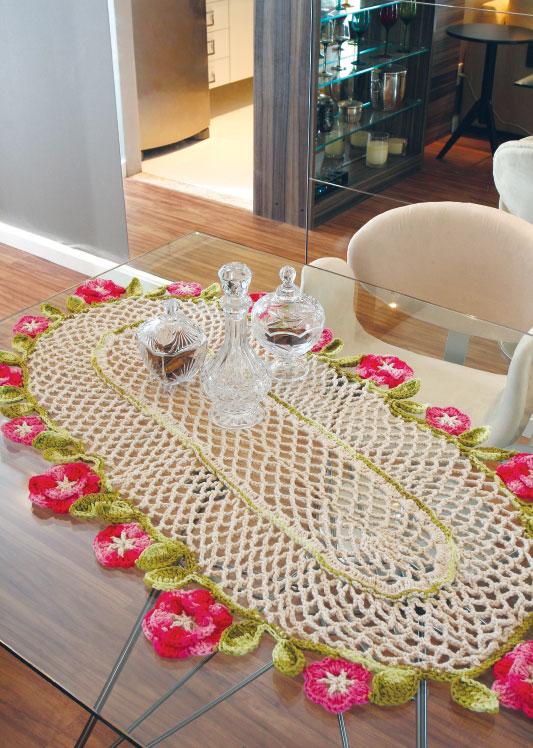 Trilho de mesa com flores