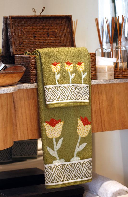 Patch apliquê customiza toalhas com tulipas de tecido