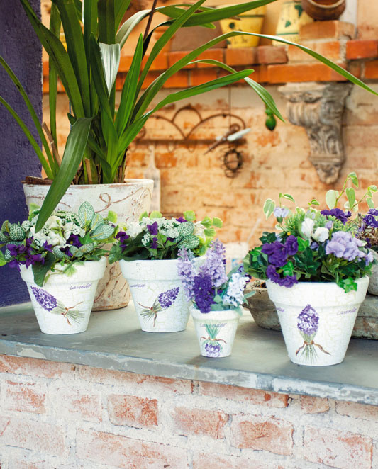 Vaso de barro decorado com craquelê