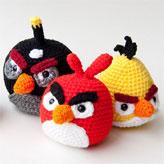 """Famosos """"Angry Birds"""" são confeccionados em crochê"""