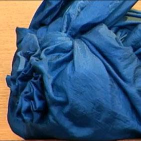 Bolsa de Furoshiki - Aprenda a fazer bolsas com apenas um pedaço de tecido.