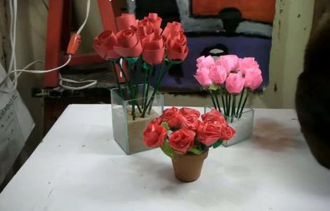 Aprenda a fazer rosas de papel