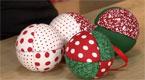 Bolas de Natal com patchwork