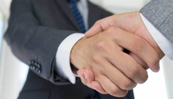 ¿6x1? #8: ¿Por qué saludamos con la mano derecha? - 2