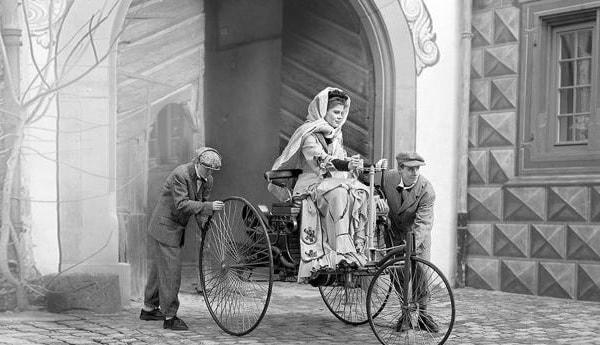 El primer automóvil a gasolina - 3
