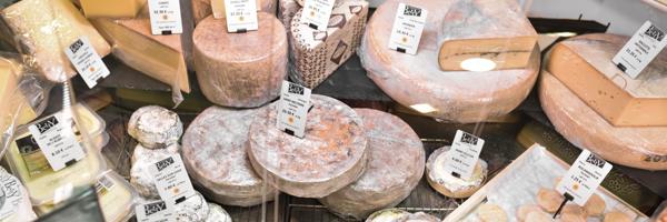 """Denis Barrué vous offre le meilleur des fromagers avec sa gamme sélectionnée """"Betty - fromager affineur"""" Depuis 1973, Betty sélectionne les plus beaux fromages de France et d'ailleurs pour le plaisir ..."""