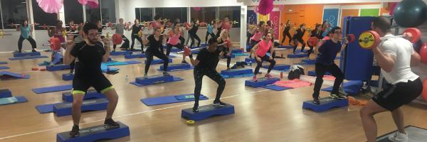L'Orange Bleue, le plus grand réseau fitness en France, compte aujourd'hui plus de 400 salles. A Blagnac, c'est le rendez-vous sport, convivialité, forme et santé. Catherine et ses coachs vous accueillent ...