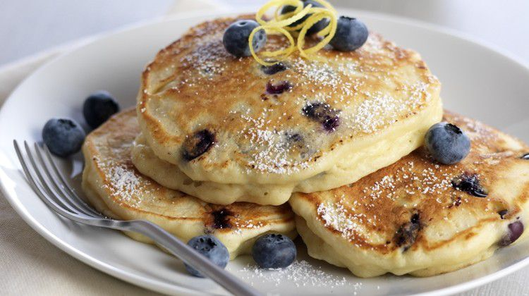 lemon-ricotta-pancakes-with-blueberry-cannabutter