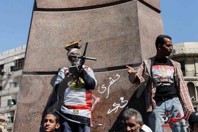 مؤيدو السيسي بميدان التحرير فرحاً بقرار ترشحه للرئاسة