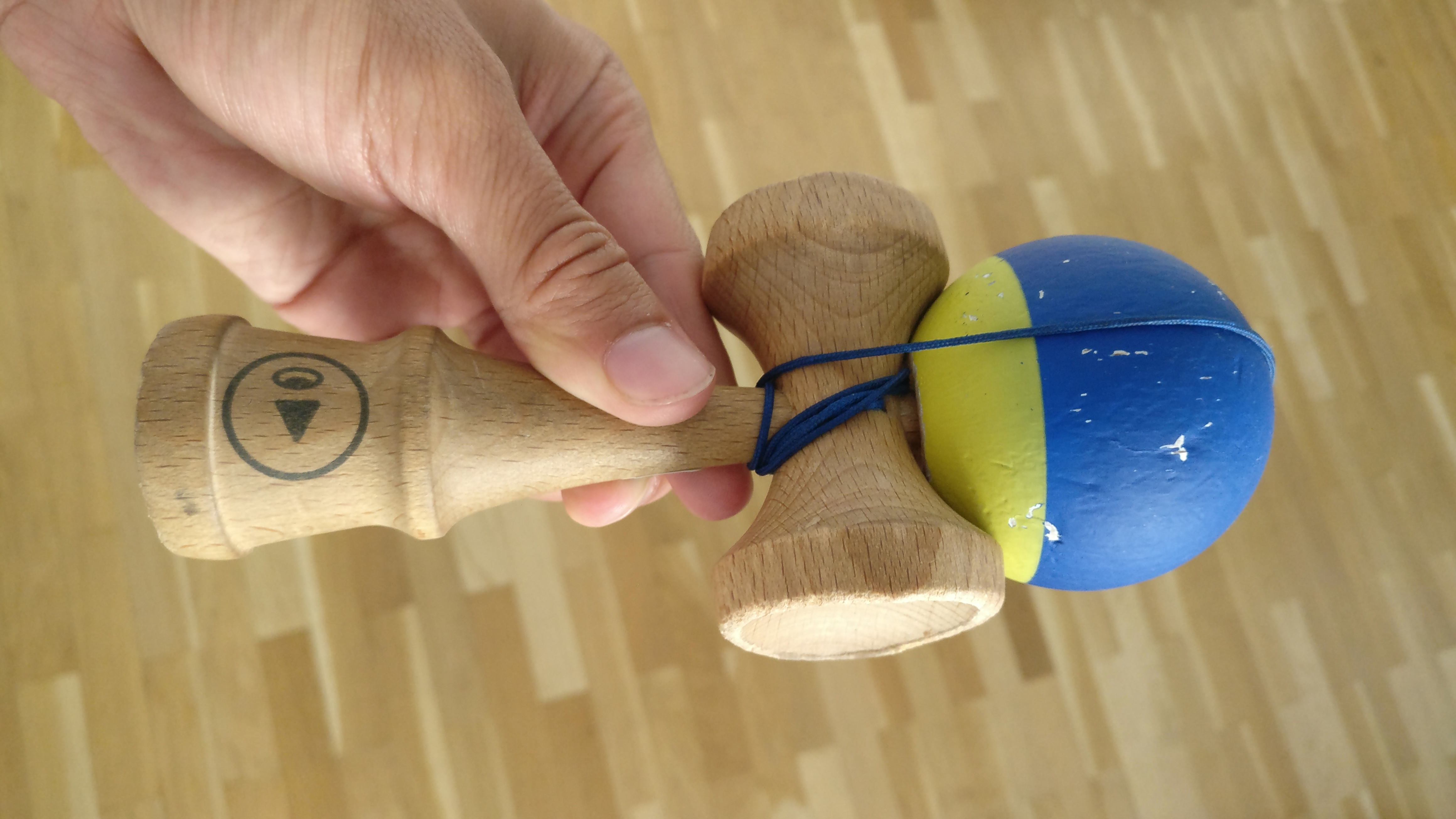 Photo du kendama Play Grip II Bleu et Jaune