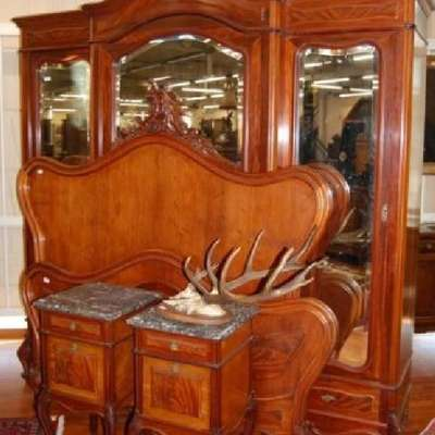 Спальня - платяной шкаф, трюмо, пара прикроватных тумбочек, кровать. в стиле Рококо Людовик XV Франция, конец 19 века