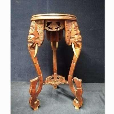 Резная деревянная консоль украшенная головами слонов. в стиле Восточный Япония, начало 20 века