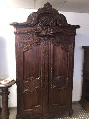 Антикварный шкаф для одежды в стиле Ренессанс в наличии, Франция, начало 19 века