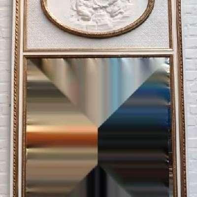 Антикварное зеркало украшенное барельефом. в стиле Людовик XVI Франция, середина 19 века