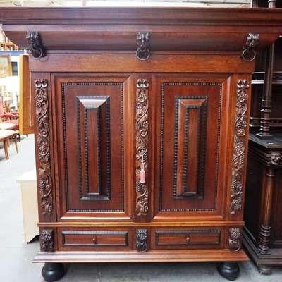 Подушечный голландский шкаф. в стиле Ренессанс Голландия, середина 20 века