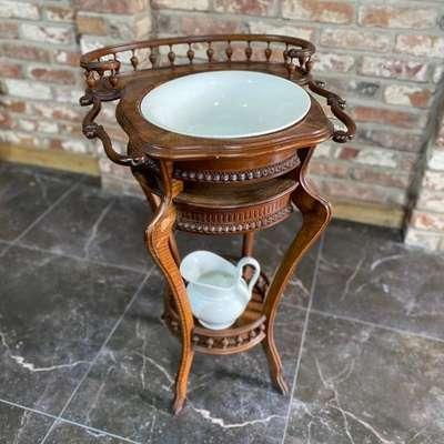 Столик с ночной вазой в стиле Ар-нуво, Франция, конец 19 века