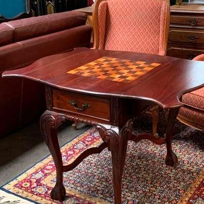 Шахматный стол в стиле Чиппендейл. в стиле Чиппендейл, Англия, начало 20 века