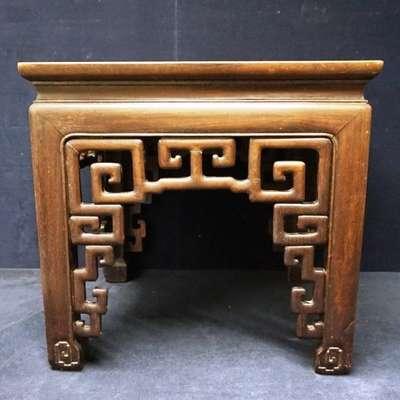 Антикварный китайский резной столик. в стиле Восточный Китай, середина 19 века