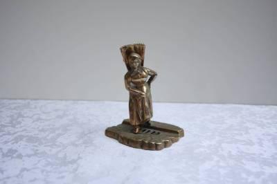 Статуэтка бронзовая в наличии
