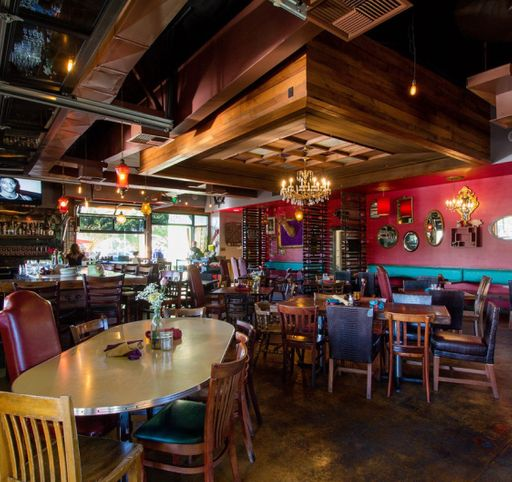 Flying Pig Pub & Kitchen