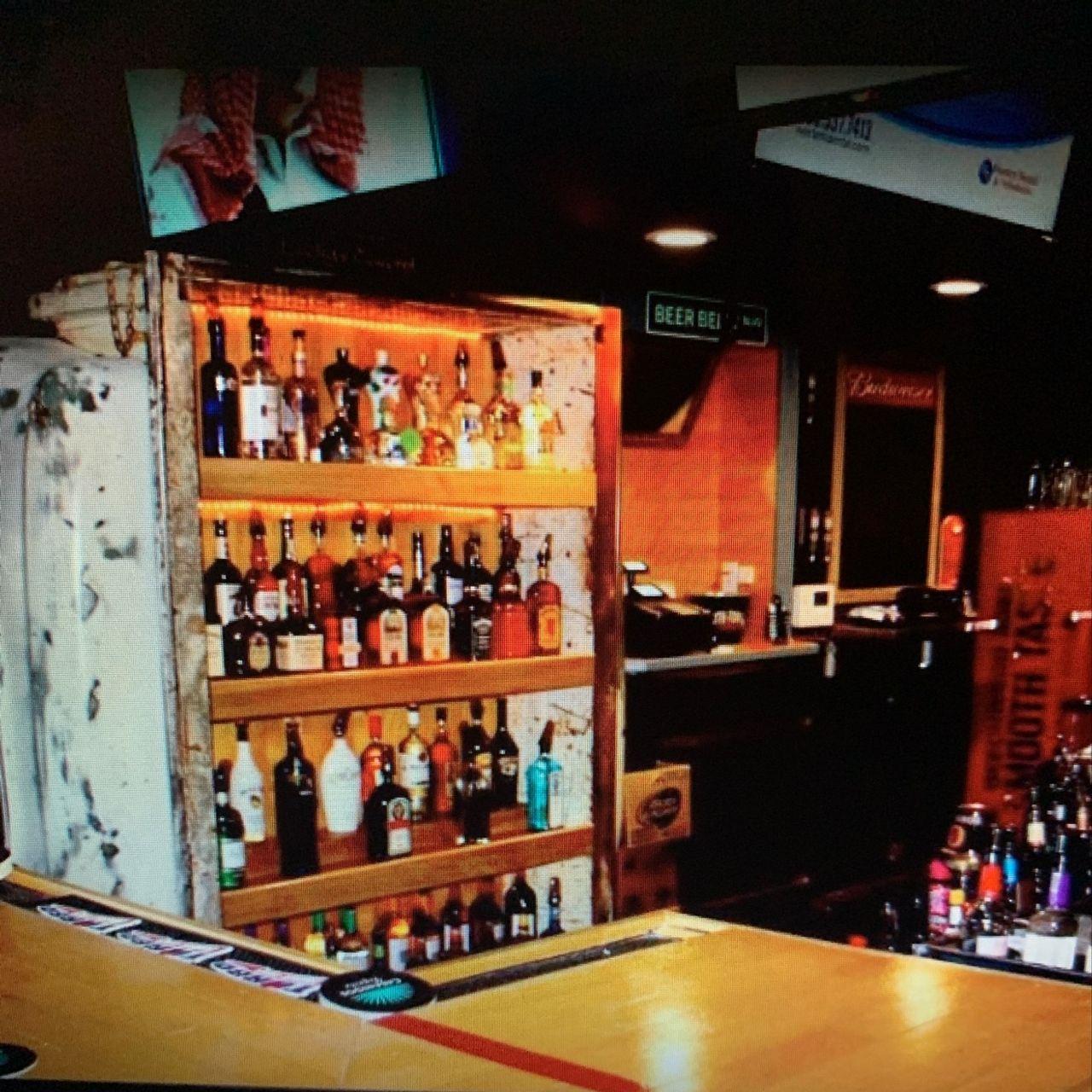 Luckys Tavern