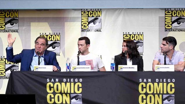 """أوليفر ستون يصرح بأن الرقابة الذاتية منعت إنجاز فيلمه عن """"سنودن"""""""