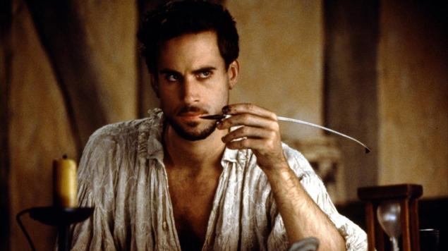 السرد الرومانسي الكلاسيكي: فيلم شكسبير عاشقا نموذجا