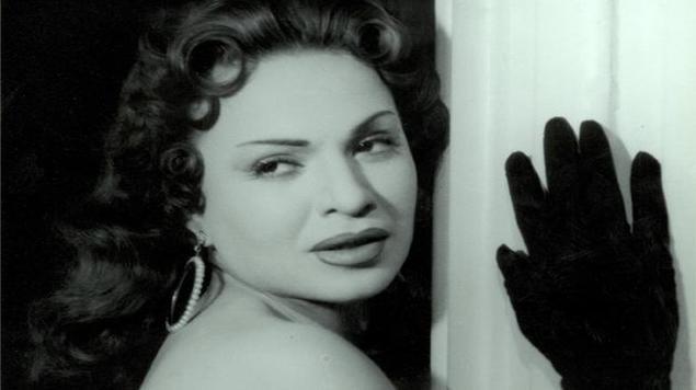 من ذاكرة الأرشيف: حوار الفن والسينما بين العقاد وهند رستم!
