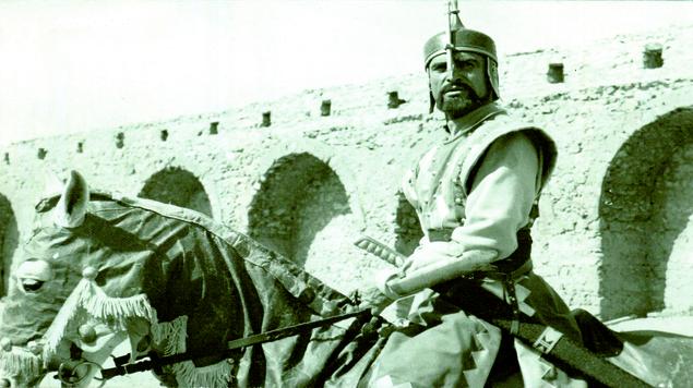 أحمد مظهر: تاريخ سينمائي حافل وشخصيات غير نمطية