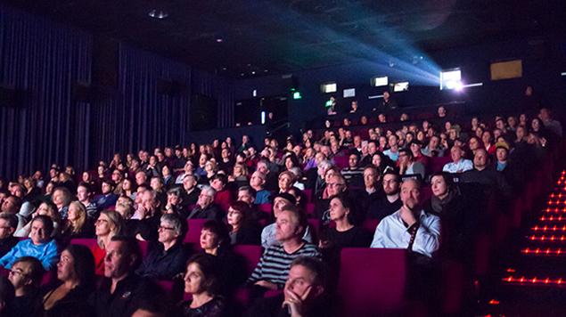 سحر القاعة السينمائية:  خلق تصورات ذهنية غير متوقعة