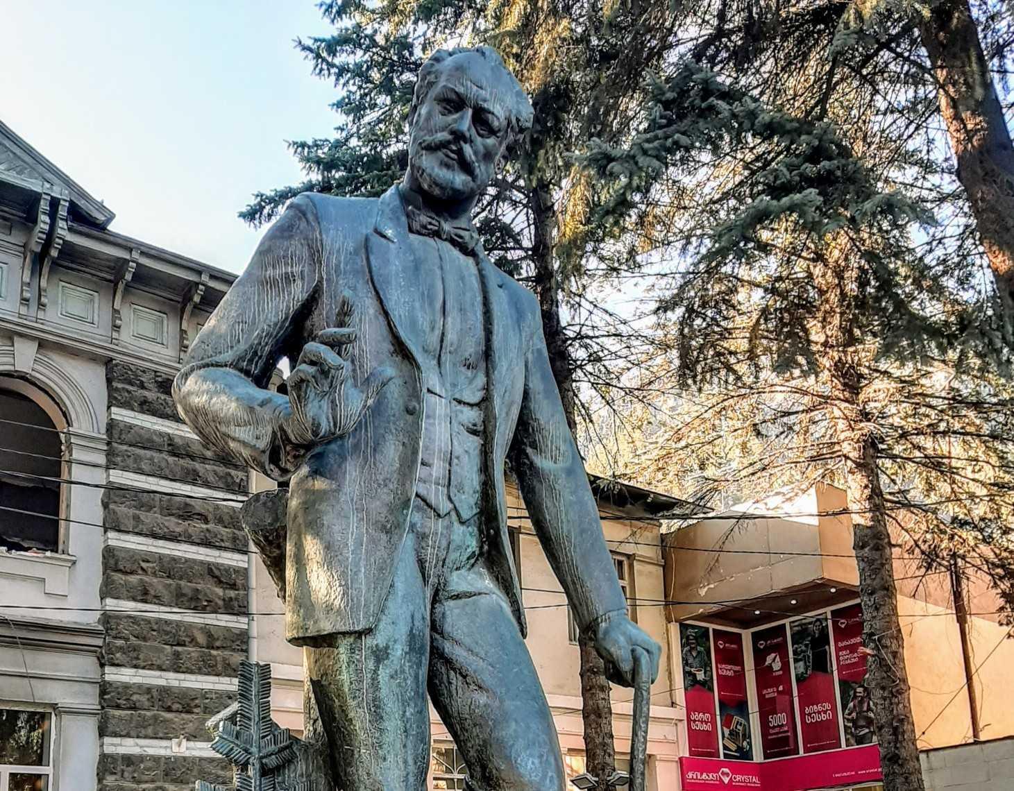 ჩაიკოვსკის ძეგლი ბორჯომის ცენტრში