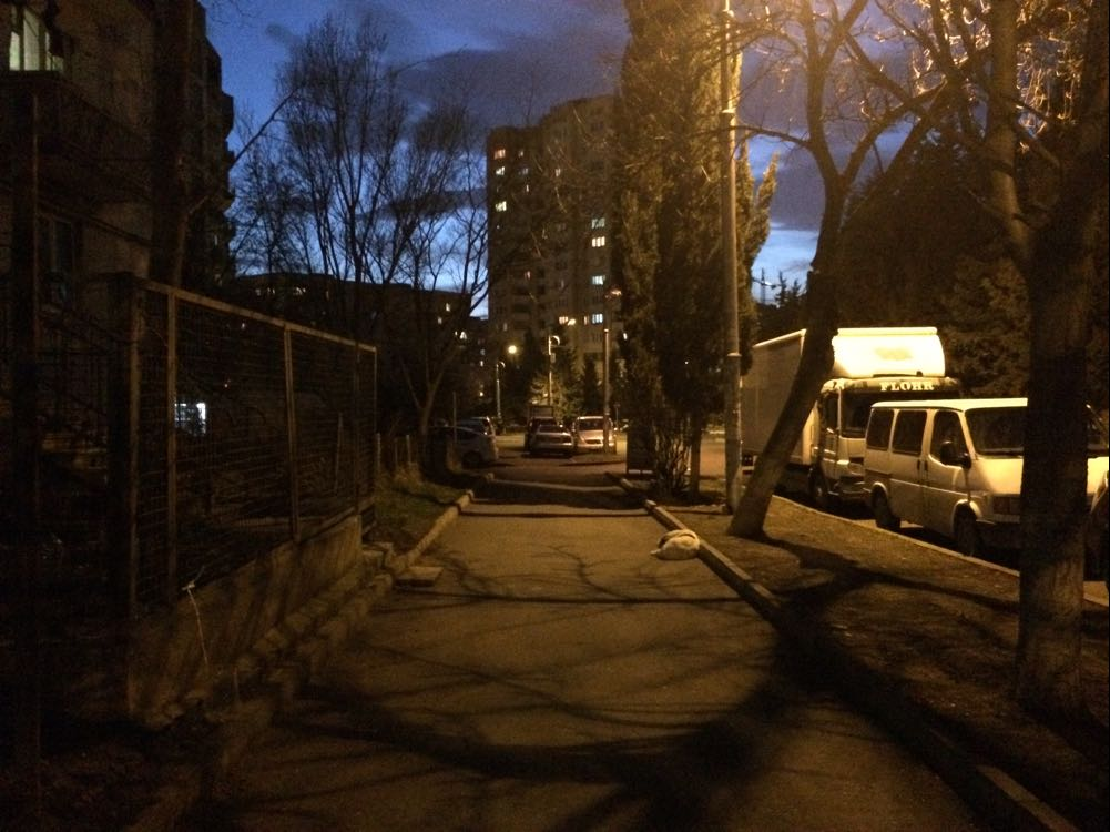 ქუჩები იცლება კორონა ვირუსისაგან გამოწვეული კომენდანტის საათის გამო