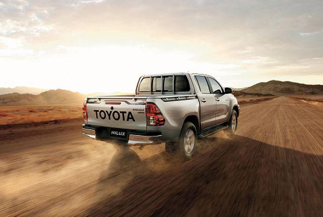 """تويوتا تتربع على قمة جوائز """"سيارة العام في الشرق الأوسط"""" لعام 2016"""