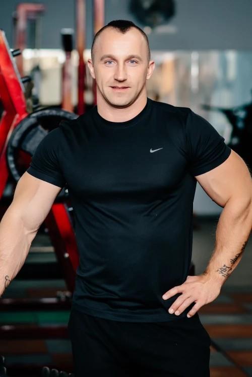 Персональный тренер тренажерного зала Fox Club Роман Кашпор