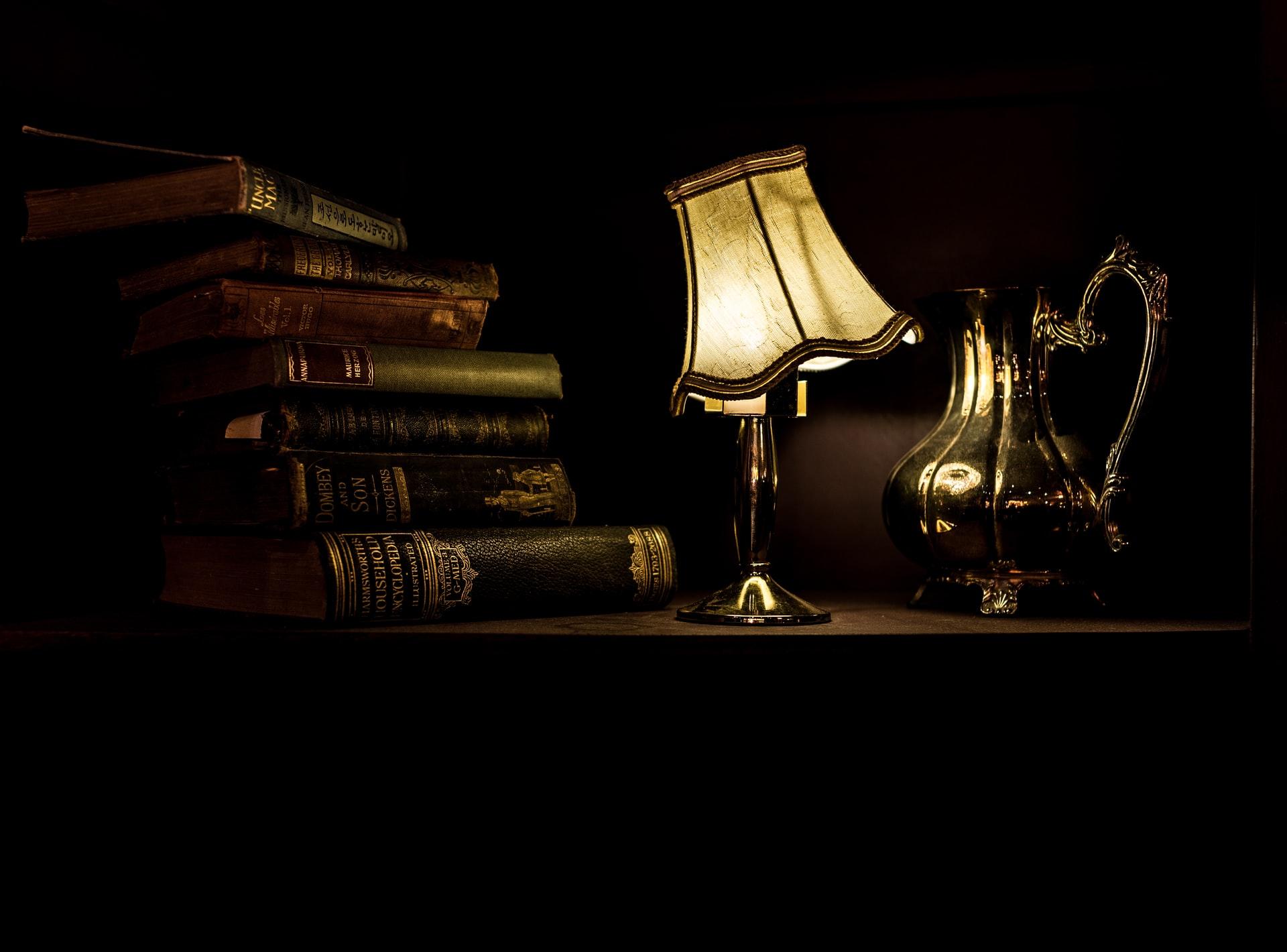 8 Alluring Books Like Mistborn