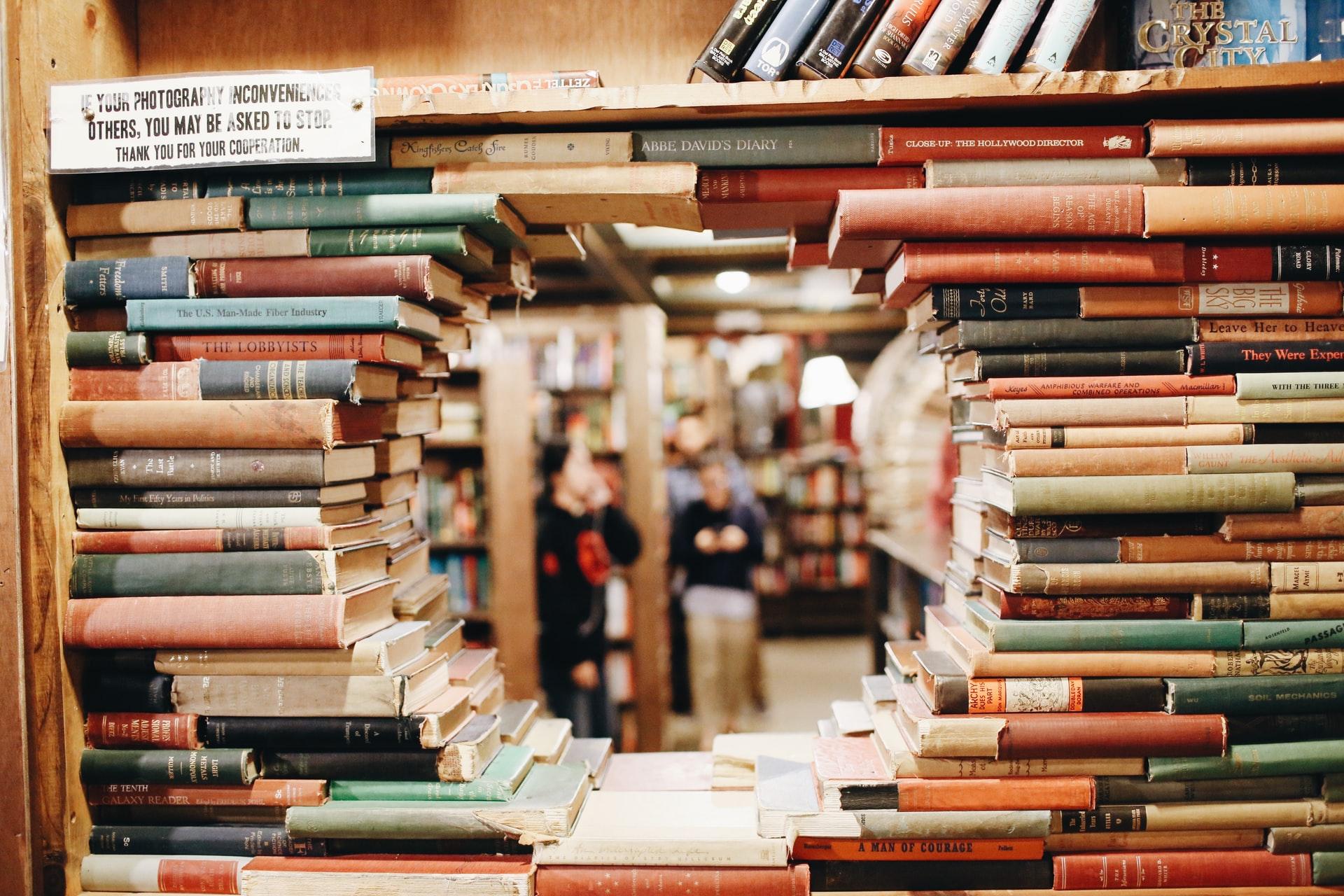 8 Transfixing Books Like The Maze Runner